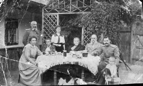 Anna L. and Sergey F. Borziakovs, Vergilia Samoylovna Shantse-Tardan, Vera S., Lubov' Karaseva-Dontsova, Fedor G., Mikhail F